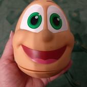 Яйцо-мордашка непоседа.