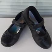 Фирменные туфельки с мигалками 12 размер