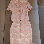 Костюм нарядный пиджак и юбка
