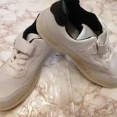 Крутые кроссовки с Led подошвой!