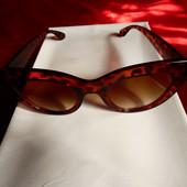 Солнцезащитные очки кошки в леопардовой оправе