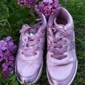Красивенные кроссовки на девочку, размер 36, стелька 22, идеальные.