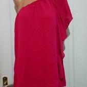 Яркая женственная блуза на одно плечо