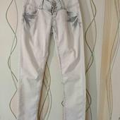Лёгкий джинс, состояние отличное.