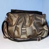 Вместительная сумка .Новая! Цвет комбинированный темное серебро с черным
