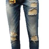 Классные рваные новые джинсы с пояском 26 размер!