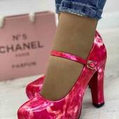 Стильные женские туфли на каблуке . цвет розовый.