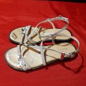 Новые кожаные серебристые босоножки Friends, разм. 33 (21,5 см ст.) Сток.