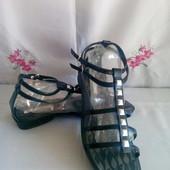 Розпродаж ! Нові фірменні з квадратним носочком босоніжки з еко - шкіри роз .40. Комбіную лоти безко
