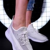 Стильные кроссовки, легкие, комфортные.36р, стелька 23,5 см.