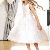Белоснежное ,многослойное  бальное  платье фирмы Cool clab на рост 110 см.