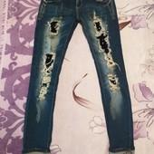 Эксклюзивные тёмно синие скинни стразами рванка стречь джинсы. s,m. Лотов много.Состояние новое