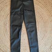 Штаны скины стрейдж из искусственной кожи, блуза в подарок