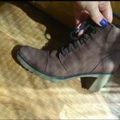 Ботинки нубук. на удобном каблуке.