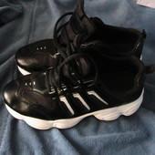 мягкие красивые кроссовки 40,41р модель унисекс
