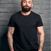Базовые брендовы мужские футболки.