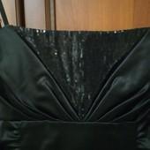 Превосходное платье с драпировкой по бокам