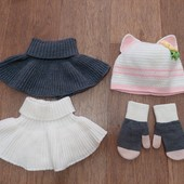 Комплектом шапка ручной работы, манишки, рукавички на 6-7 лет.