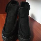 Теплые,удобные и симпатичные меховые ботинки р.36,