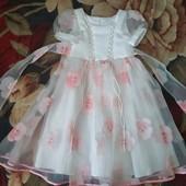 Нарядное, очень нежное , красивое платье на девочку 5-7 л.