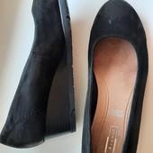 Полностью натуральные замшевые туфли бренда 5 th Avenue на узкую ножку в отличном состоянии