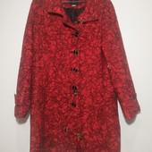 Яркое стильное демисезонное пальто