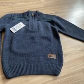 Тёплый шерстяной свитер отличного качества